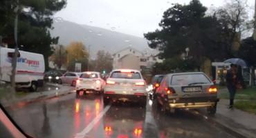ŽIVOT U KOLONI Mostarci čekaju i do 35 minuta da izađu iz grada