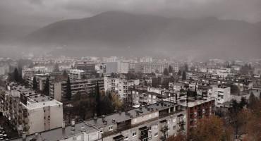 MOSTARSKA ZBILJA O KOJOJ SE ŠUTI: U zgradi od 90 stanova, samo osam obitelji sa školskom djecom