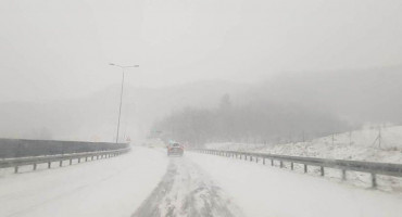 Snijeg diljem BiH, promet otežan
