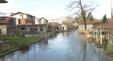 Vodostaj Trebižata raste, voda je pred kućnim pragovima