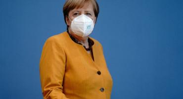 Angela Merkel traži zatvaranje granica i zabranu putovanja