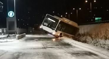 SARAJEVO Autobus sletio s ceste