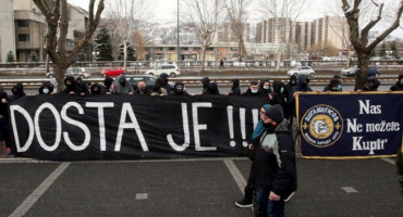 Predstavljen Petev, navijači BiH prosvjedovali ispred Saveza