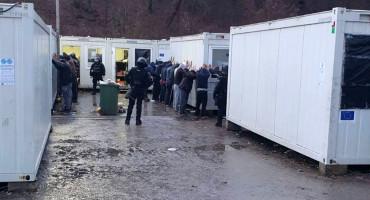 SARAJEVO Nakon napada na policiju izvršen pretres migrantskog kampa