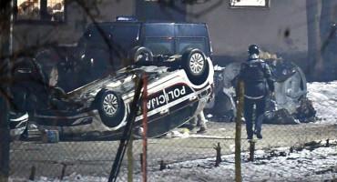 KAMP Neredi kod Sarajeva: Migranti prevrtali policijska vozila