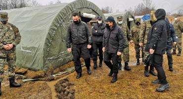 CIKOTIĆ Migranti ne idu na Bradinu, nego ostaju u kampu Lipa