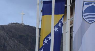 Dan žalosti u BiH, zastave spuštene na pola koplja