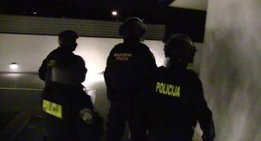 Na granici s Hercegovinom razbijen lanac preprodaje kokaina, uhićene četiri osobe