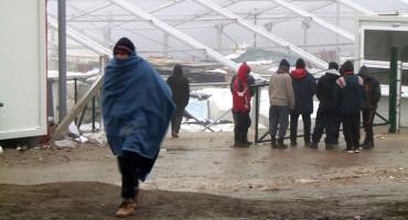 ODBIJANJE Migranti kod Bihaća odbijaju vojne šatore, a ne žele ni hranu