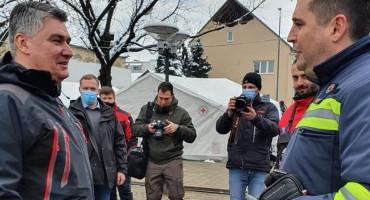 OSOBNO IM ZAHVALIO MILANOVIĆ Crveni križ ŽZH dostavio vrijednu donaciju za Petrinju