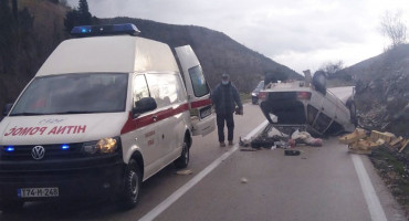 Dvoje ozlijeđenih u nezgodi na izlazu iz Stoca