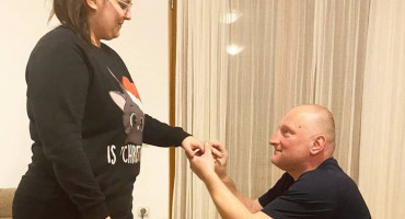 VIDIM TE U BIJELOM Dugogodišnji ekonom Zrinjskog zaprosio djevojku, Todorović otvarao šampanjac