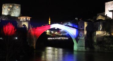 Sa Starog mosta u Mostaru poslana poruka za Petrinju i Posušje