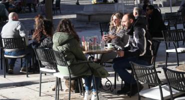 Danas se u Hercegovini ispijala kava na suncu i ugodnih 13 stupnjeva