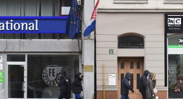 SARAJEVO Sa zgrade hrvatskog veleposlanstva otrgnuta zastava EU, hrvatska ostala netaknuta