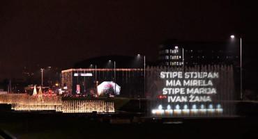 Imena osam mladih iz Posušja svijetle večeras u Zagrebu, svijeće ispred Sveučilišta u Splitu