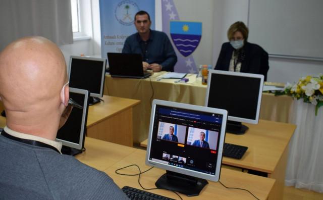 Nastavnici i profesori iz HNŽ krenuli na online obuku