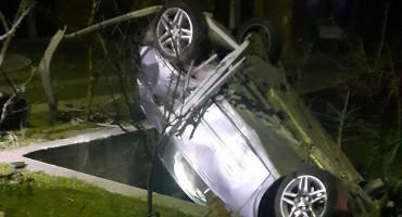 MOSTAR Autom izletjeli s magistrale i završili na krovu, dvije osobe ozlijeđene