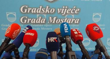 SJEDNICA GRADSKOG VIJEĆA Novinari se pobunili 'zbog vjenčanja', osigurana im prostorija, ali će pratiti putem YouTuba