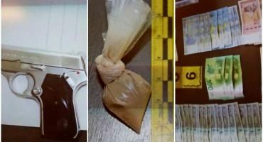 AKCIJA U MOSTARU Uhićen diler, pronađena droga, oružje i novac