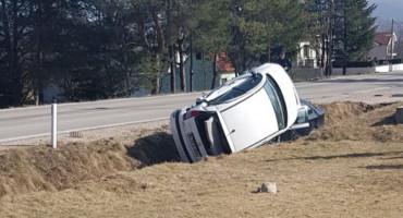 TOMISLAVGRAD Dva automobila završila u kanalu uz prometnicu