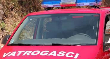 SEZONA POŽARA U HNŽ Vatrogasci od požara spasili vikendicu; Gorjeli trava, voćnjak i smeće