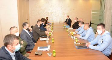 Ministar Opsenica po drugi puta poziva na pregovore u privatni hotel