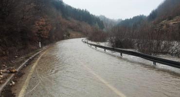 GACKO-NEVESINJE Zbog izlijevanja rijeke, obustavljen promet