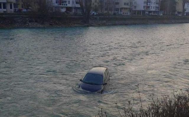 Vozilo sletjelo u Neretvu