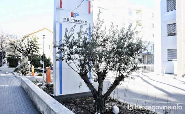 CVJETA CVIJEĆE U NAŠE PREDUZEĆE Elektroprivreda izdvaja više od 11 tisuća maraka za cvijeće i bilje zgrade na Rondou