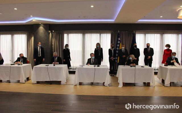 POTPIS U MOSTARU Domaći parlamentarci se pred Europljanima obvezali ubrzati put prema EU