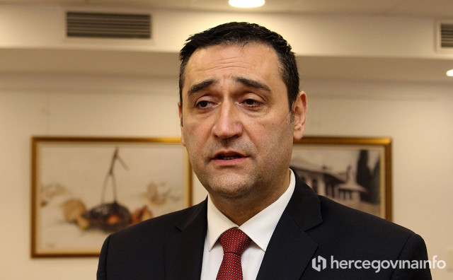 TRENIRANJE MJERA NA DJECI Hadžović poslao školama obavijest o kontroliranju poštivanja epidemioloških mjera, roditelji šokirani