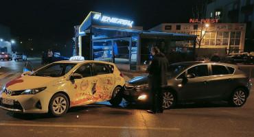 MOSTAR Jedna osoba ozlijeđena u sudaru dva vozila