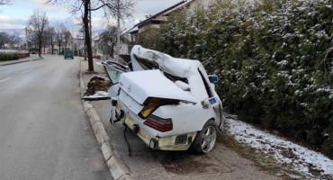 RADIO ZA ČAPLJINSKO PODUZEĆE Ovo je ostalo od automobila u kojem je poginuo 31-godišnjak