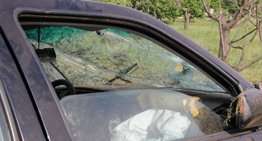 ČAPLJINA U sudaru dva vozila, tri osobe ozlijeđene