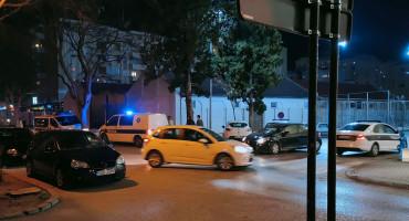 MOSTAR Huligani se potukli pred tržnim centrom, intervenirali policija i zaštitari