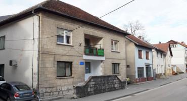Rade Bošnjak(HDZ BiH) platio kat trošne kuće u Prozoru kao stan u Mostaru, a kupio ga od mladeži HDZ BiH Bogodol, koja ga je kupila pet puta jeftinije