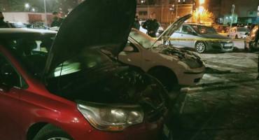 MOSTAR Požar oštetio dva osobna automobila