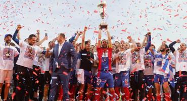 Borac pred krcatim tribinama proslavio naslov prvaka