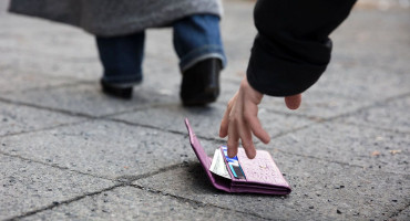 DOBRO DJELO 13-godišnji Hercegovac pronašao novčanik s mnogo novca i vratio ga trudnici