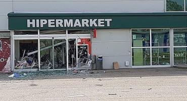 BIH Raznijeli ulaz u tržni centar i odnijeli novac iz bankomata