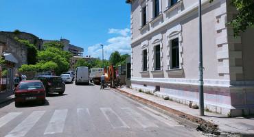 ZATVARANJE I PROMJENA SMJERA Izmjena prometovanja u strogom središtu Mostara