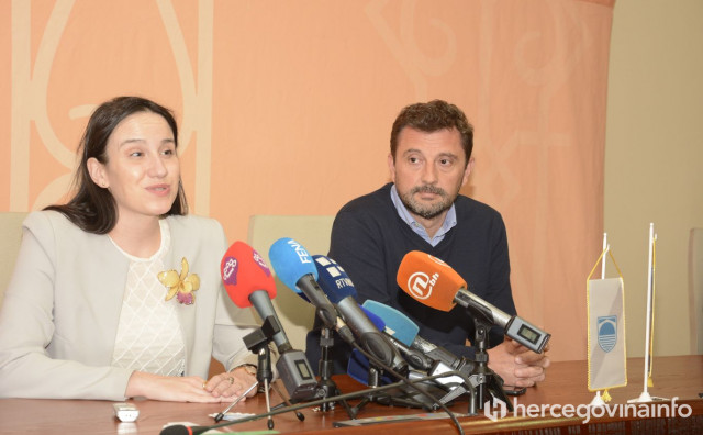 """Gradonačelnica Sarajeva u Mostaru: """"Između nas nema barijera, mi moramo gledati naprijed"""""""