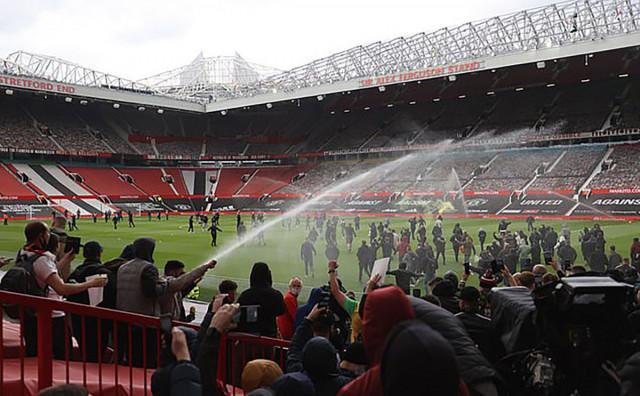 Navijači Uniteda provalili na stadion: Tražili odlazak vlasnika kluba