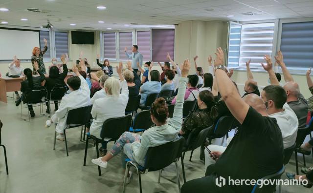 POTPISAT ĆE GA AKOBOGDA Zdravstveni djelatnici JEDNOGLASNO prihvatili Vladinu ponudu
