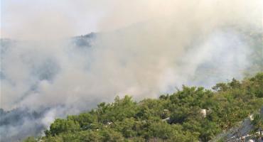 Požar kod Trebinja, nepristupačan teren vatrogascima otežava gašenje