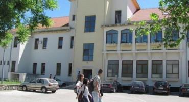 MI HRVATI Navijamo za Hrvatsku, a na more i ekskurziju u Crnu Goru, Albaniju i Makedoniju