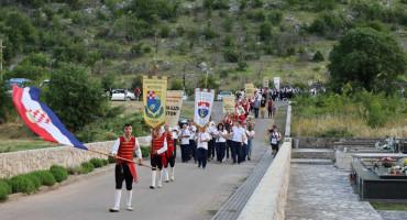 U Hutovu održana manifestacija 'Ivanjski krijesovi'