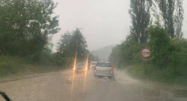 Nevrijeme u BiH, kiša stvorila probleme na cestama