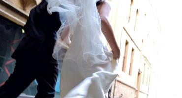 RASPISANA POTRAGA Na svadbi u Metkoviću zarazio se 21 uzvanik, policija traži mladence